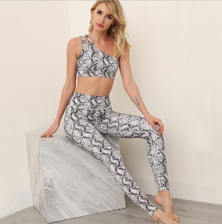 product-Ruiteng-New Fashion Design Digital Printing Crop Top Leggings Sportswear Yoga Set-img