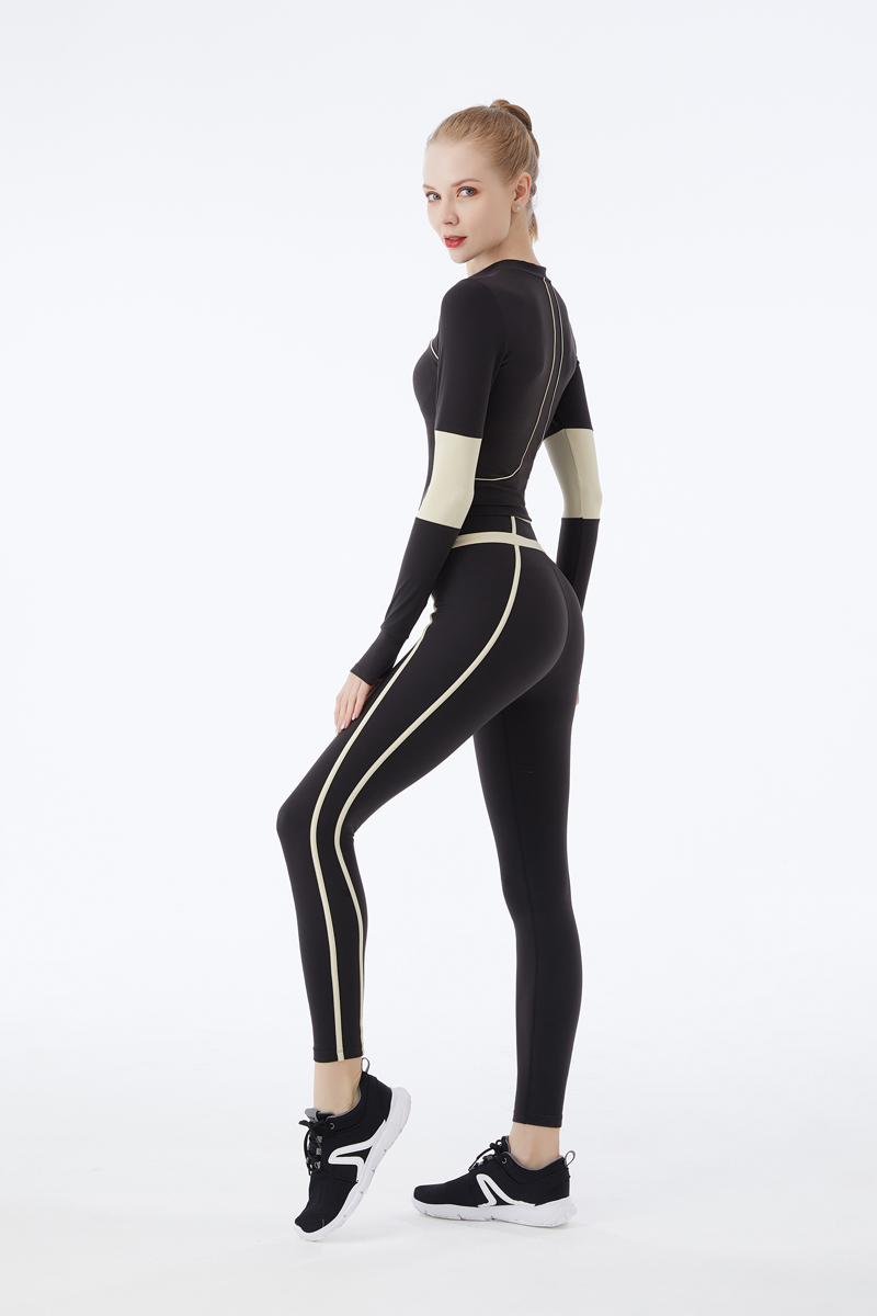 product-Long Sleeves Women Figure Hugging Yoga Suit Fitness Female Gym Sports Wear-Ruiteng-img